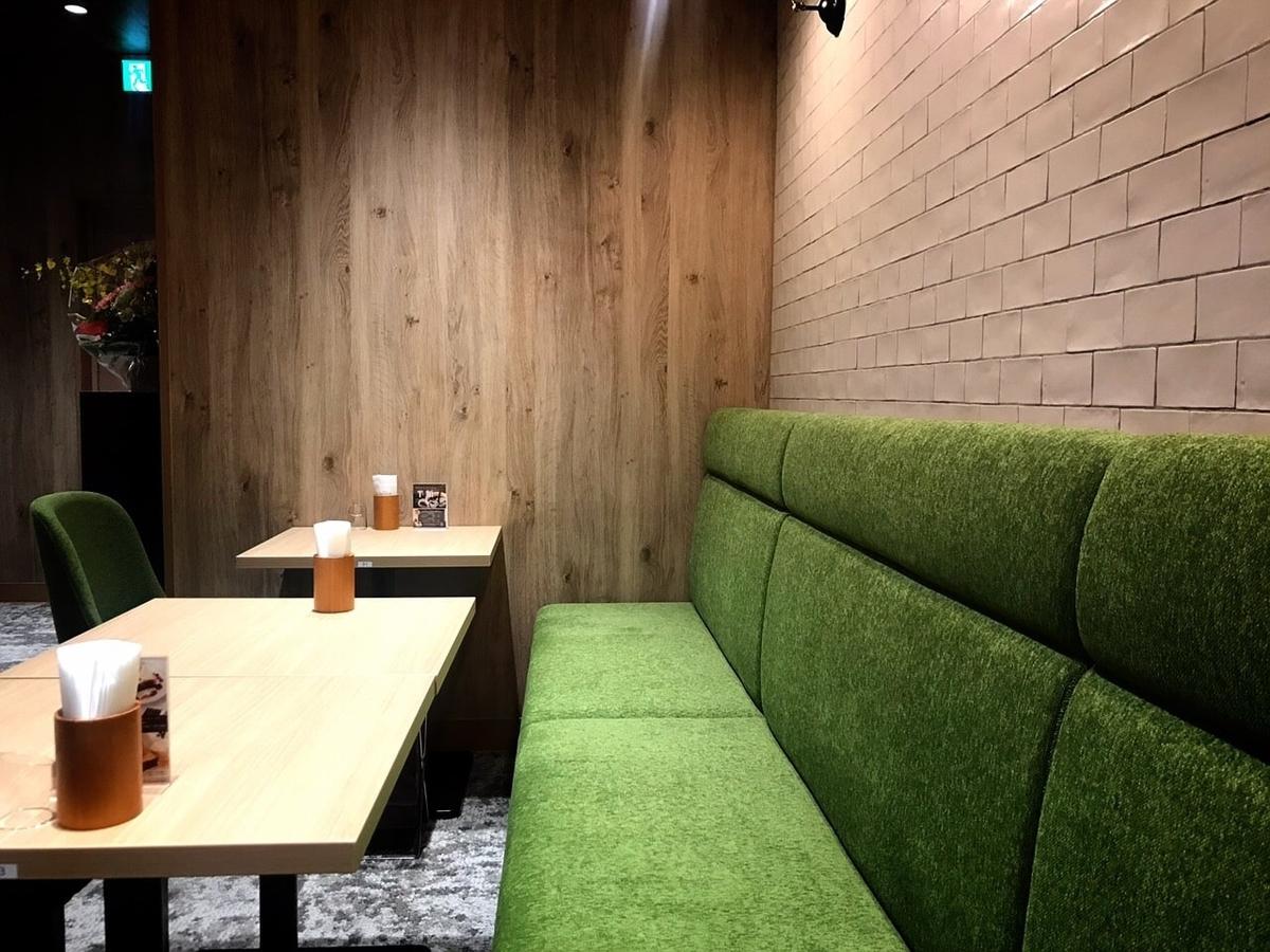 カフェルノアール(Cafe Renoir)吉祥寺北口の内観1
