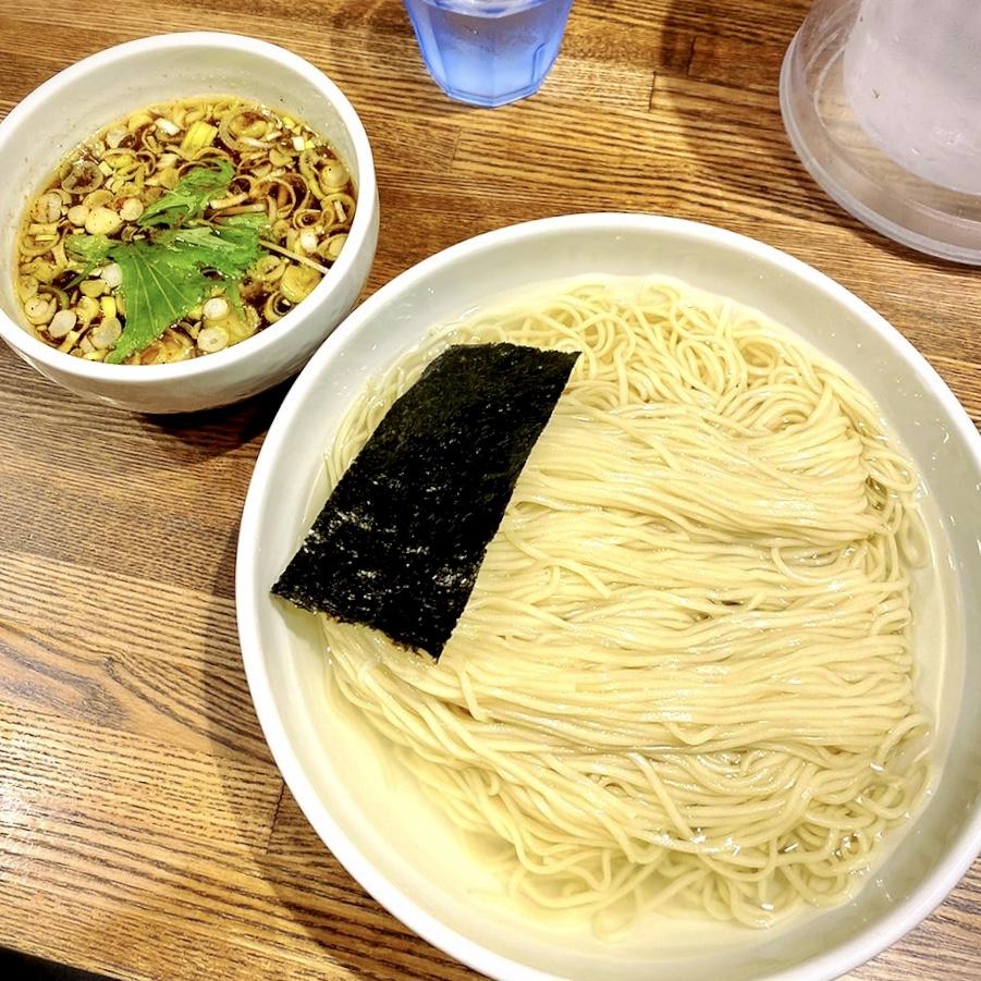 「Tombo(トンボ)」でいただいた「醤油のつけ蕎麦(大)」1000円(税込)(2019年11月28日更新)