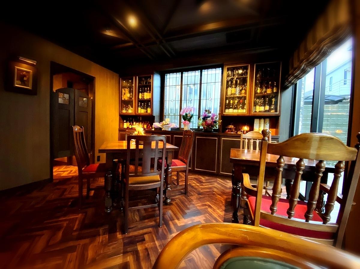 「カフェサロン バー アーグ」はデートから女子会まで利用できる落ち着いた素敵カフェ