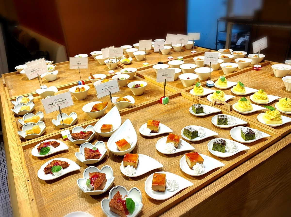 「めん、色いろ。いつでも、おやつ。ルミネエスト新宿」は女子会やデートで利用できる素敵なうどんカフェ