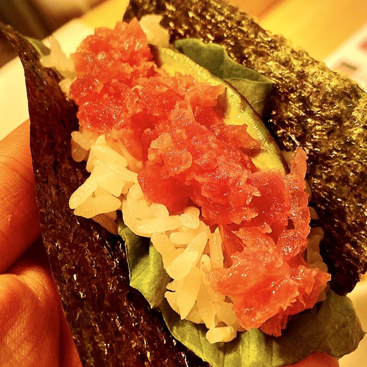 落ち着いた空間でデート利用も!原宿駅近の手巻き寿司専門店