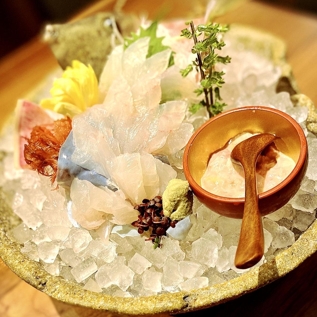 """「横浜 酒槽(さかふね)」でいただいた「カワハギの活き造り」""""3780円(税別)"""