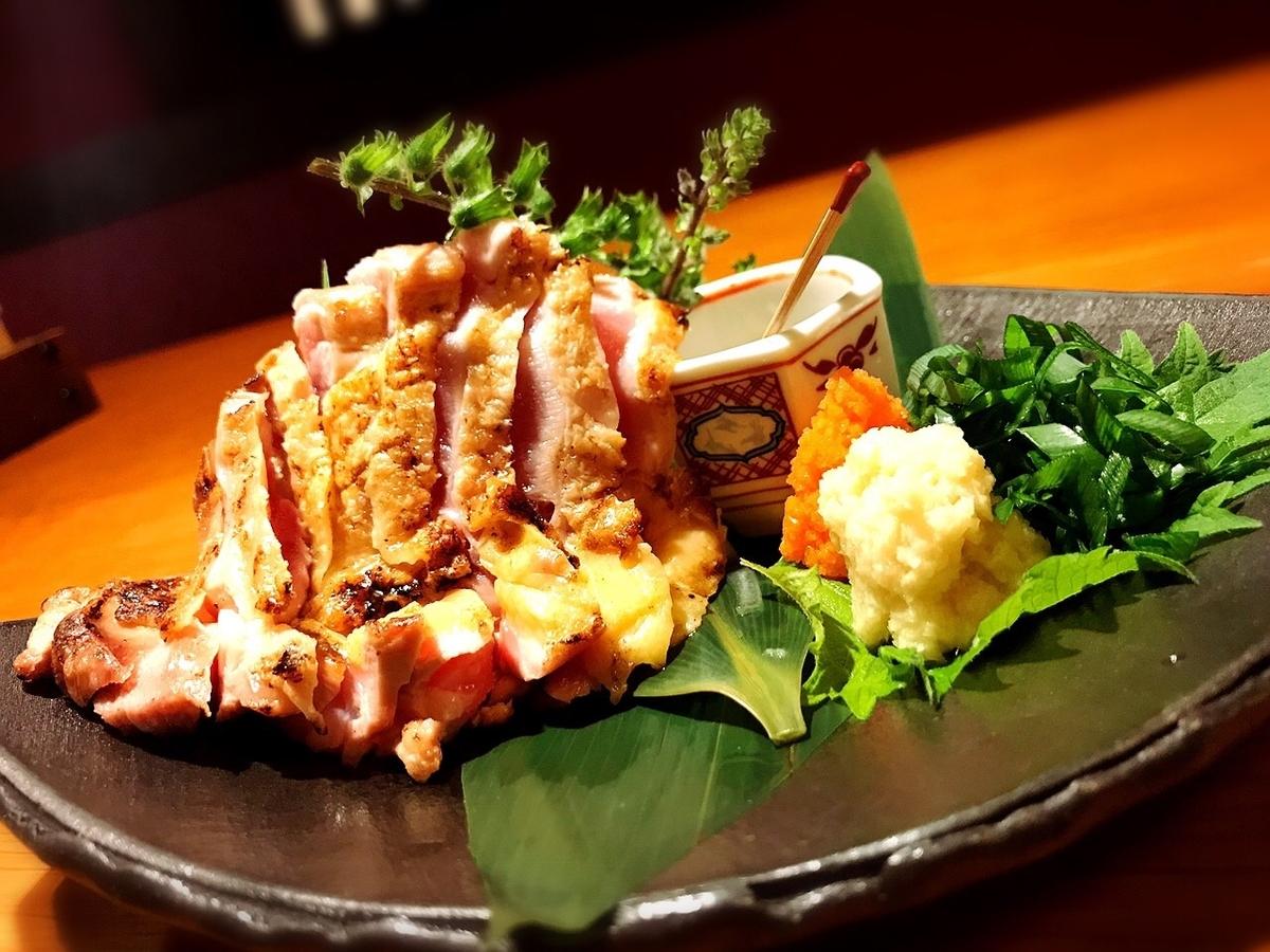 """「鶏ノ屋」でいただいた「雉(きじ)の鳥刺し」""""1620円(税別)"""