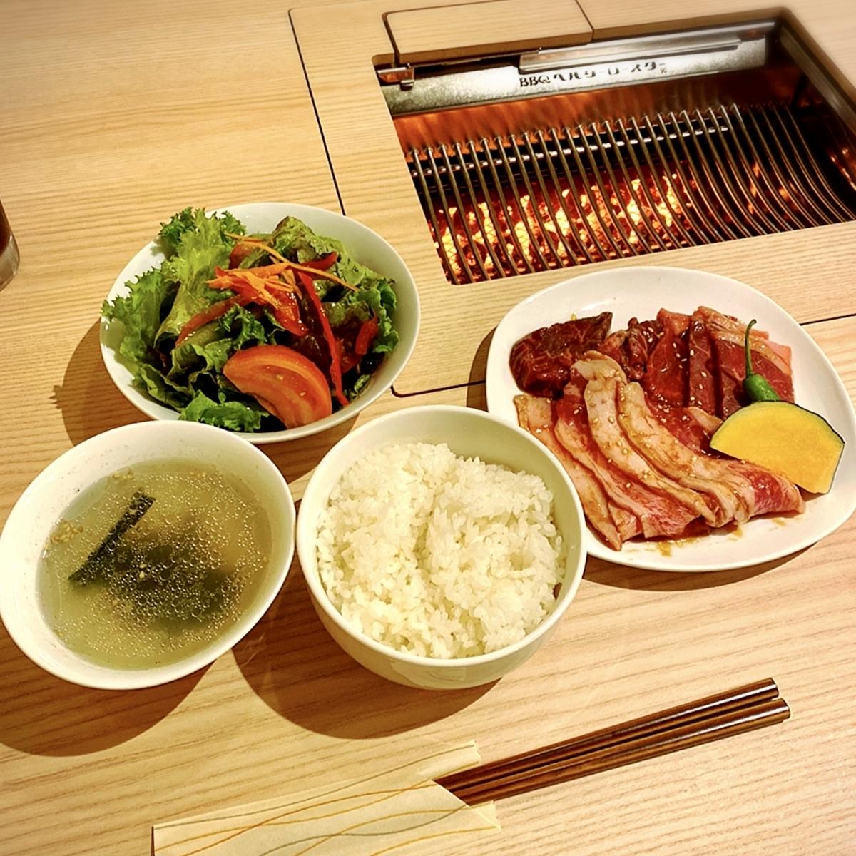 """「無煙焼肉 柚(yuzu)」でいただいた「焼肉定食」""""1000円(税別)"""