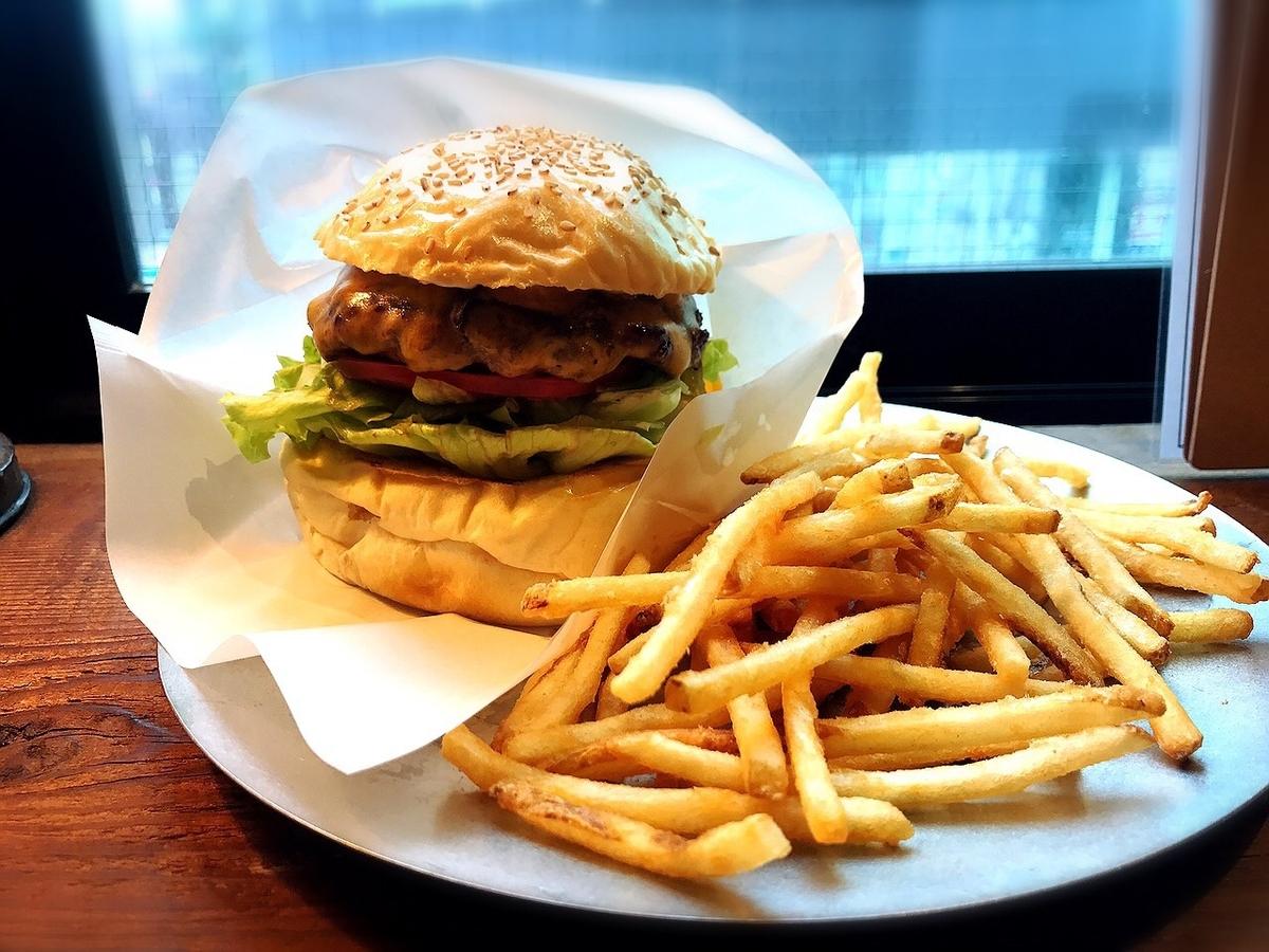 新宿御苑の人気ハンバーガー屋の姉妹店「ウェイキーウェイキー」