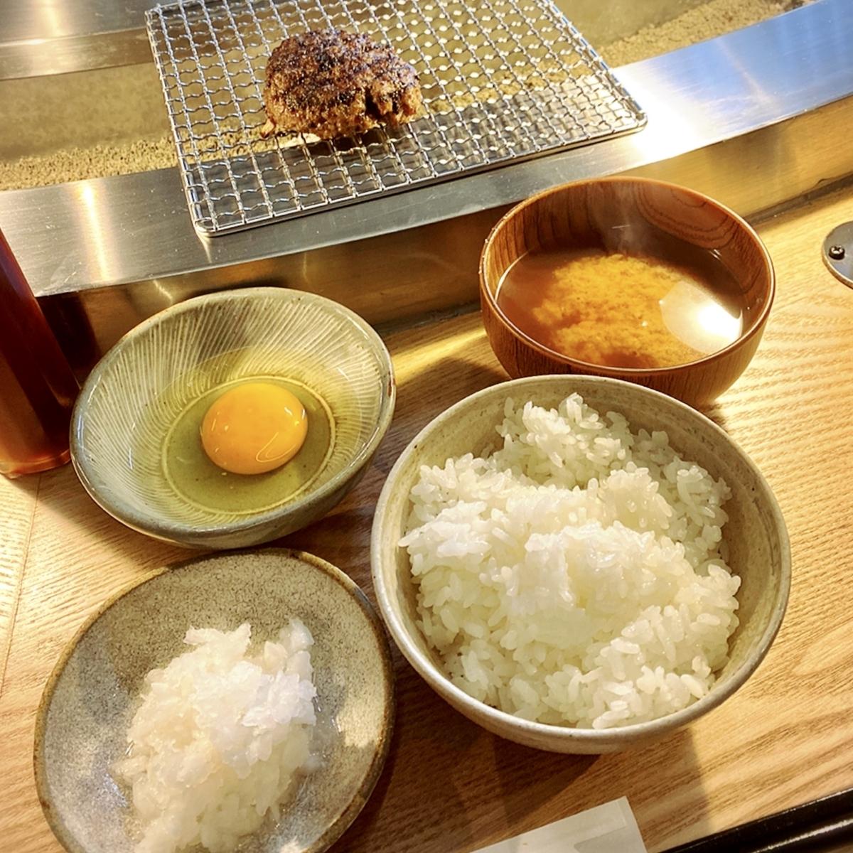"""「挽肉と米」でいただいた「挽肉と米」""""1300円(税込)"""