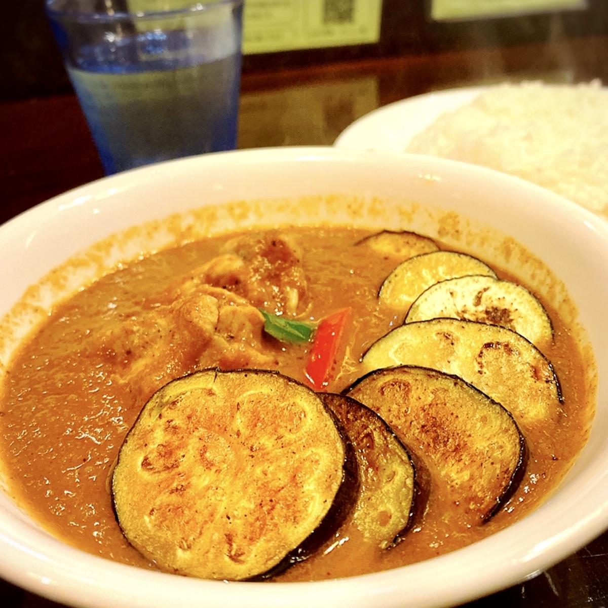 "「curry 草枕」でいただいた「なすチキンカレー」""930円(税込)"