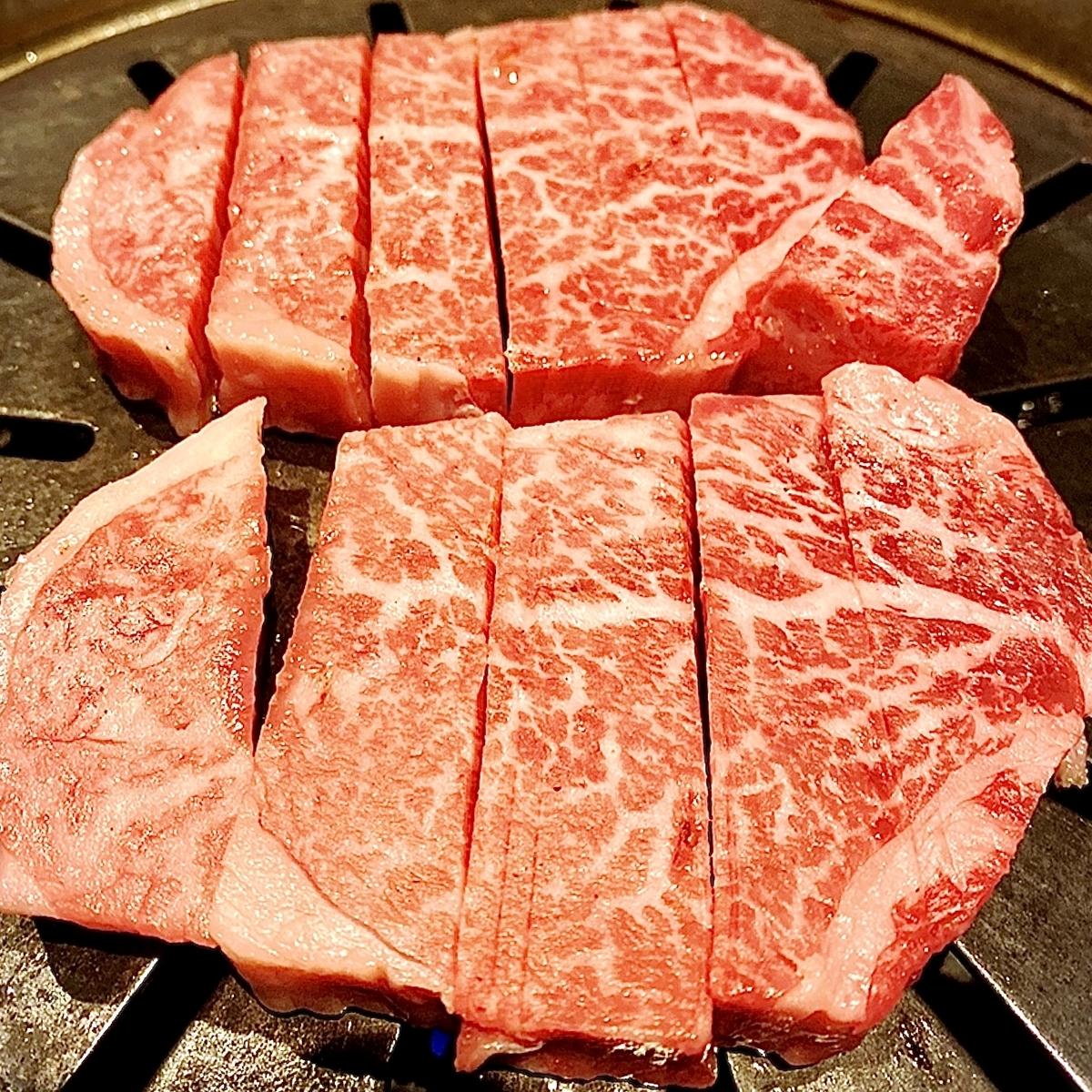 高級感のある雰囲気の中!薩摩黒毛和牛の焼肉を堪能できるお店