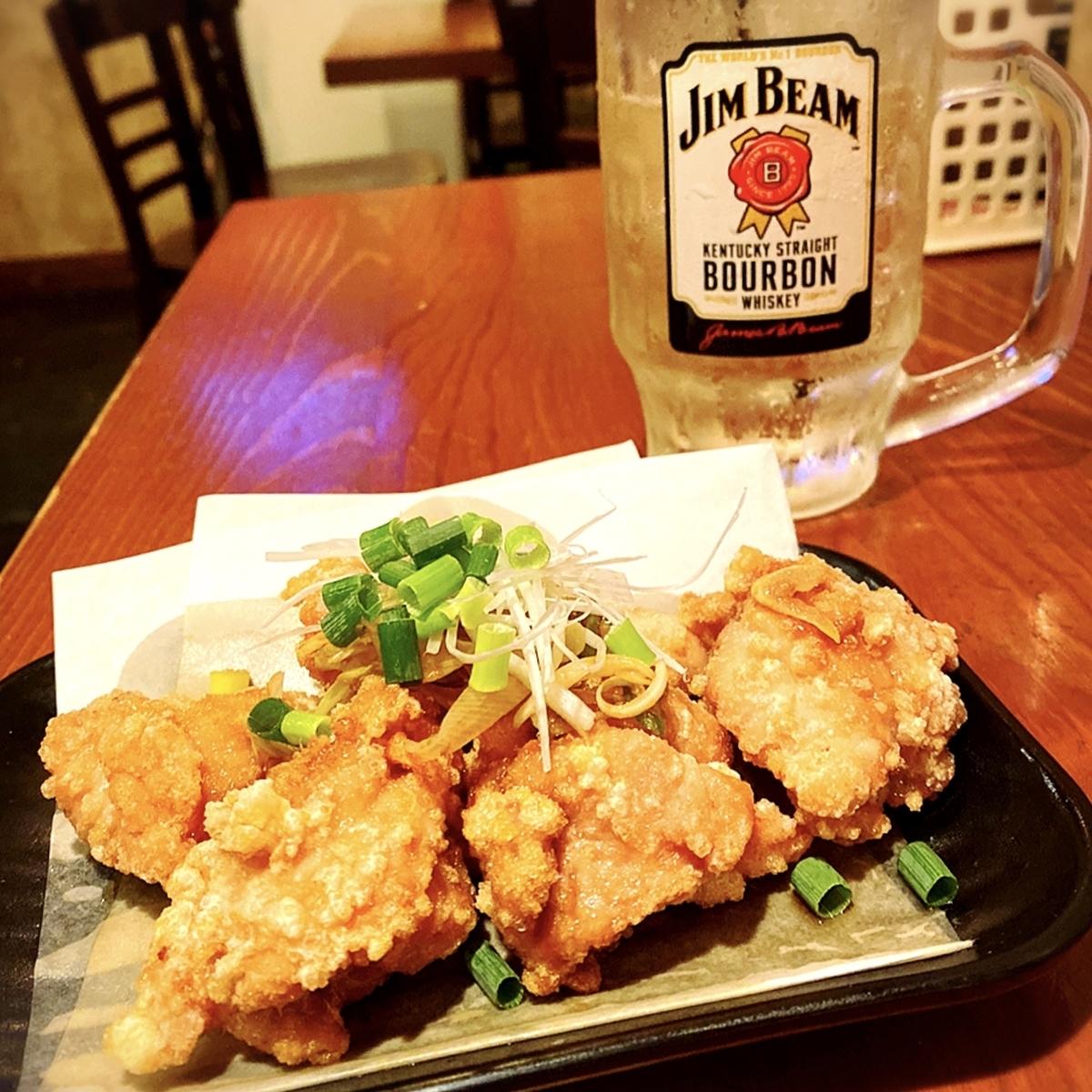 「鶏唐 やまをんち」では月曜はハッピーマンデーでハイボールや「ふつうのやつ(からあげ)」が290円(税別)