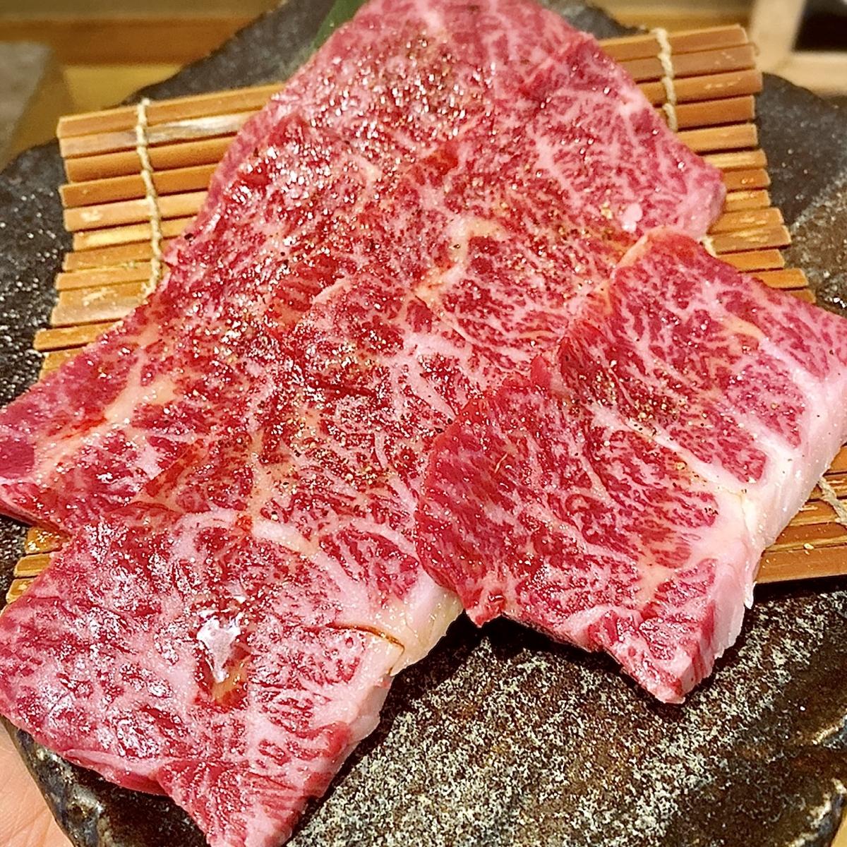 """「肉小僧 匠 はなれ」でいただいた「肉汁滴る和牛上ハラミ」""""1280円(税別)"""