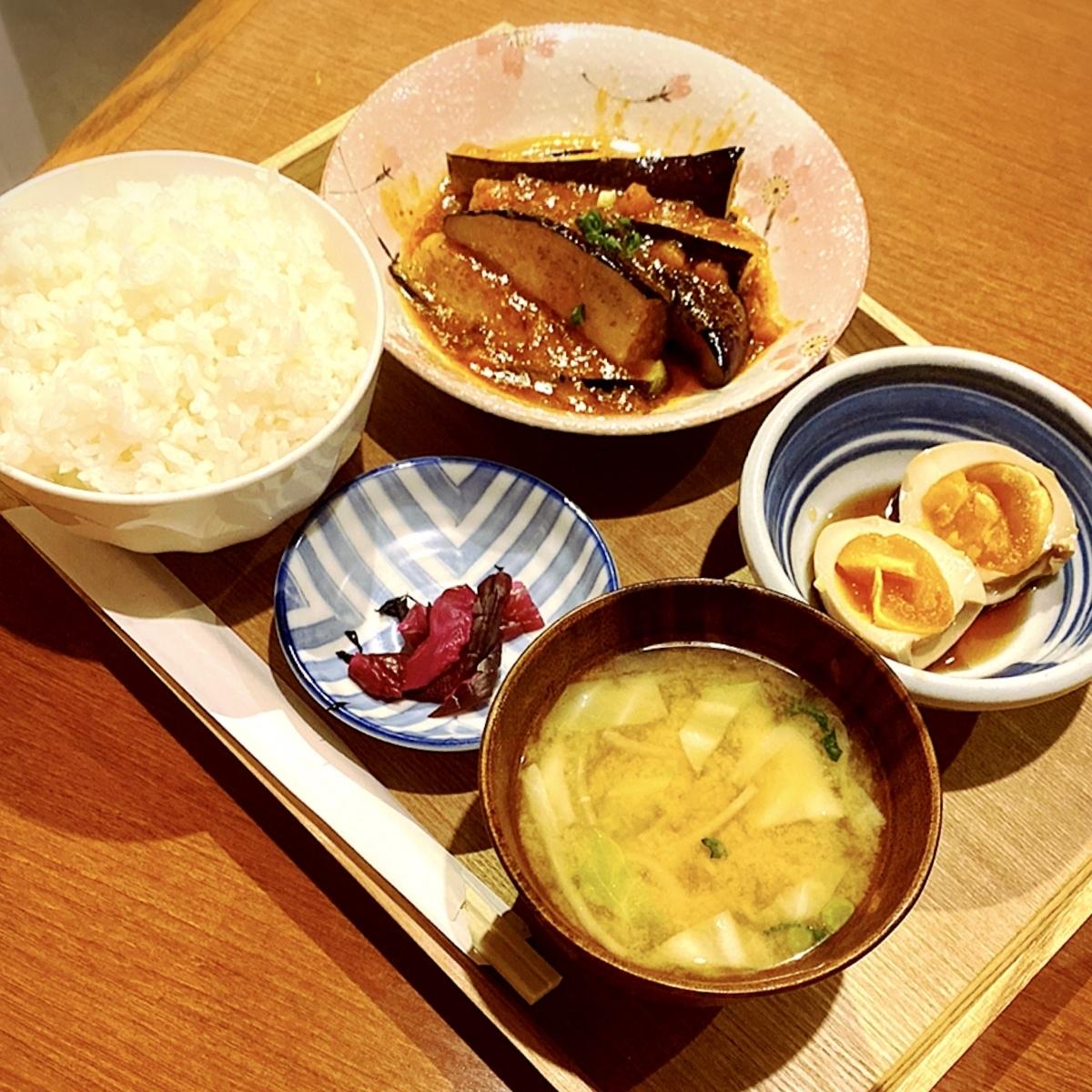 """「戎ビアホール」でいただいた「朝定食」""""480円(税込)"""