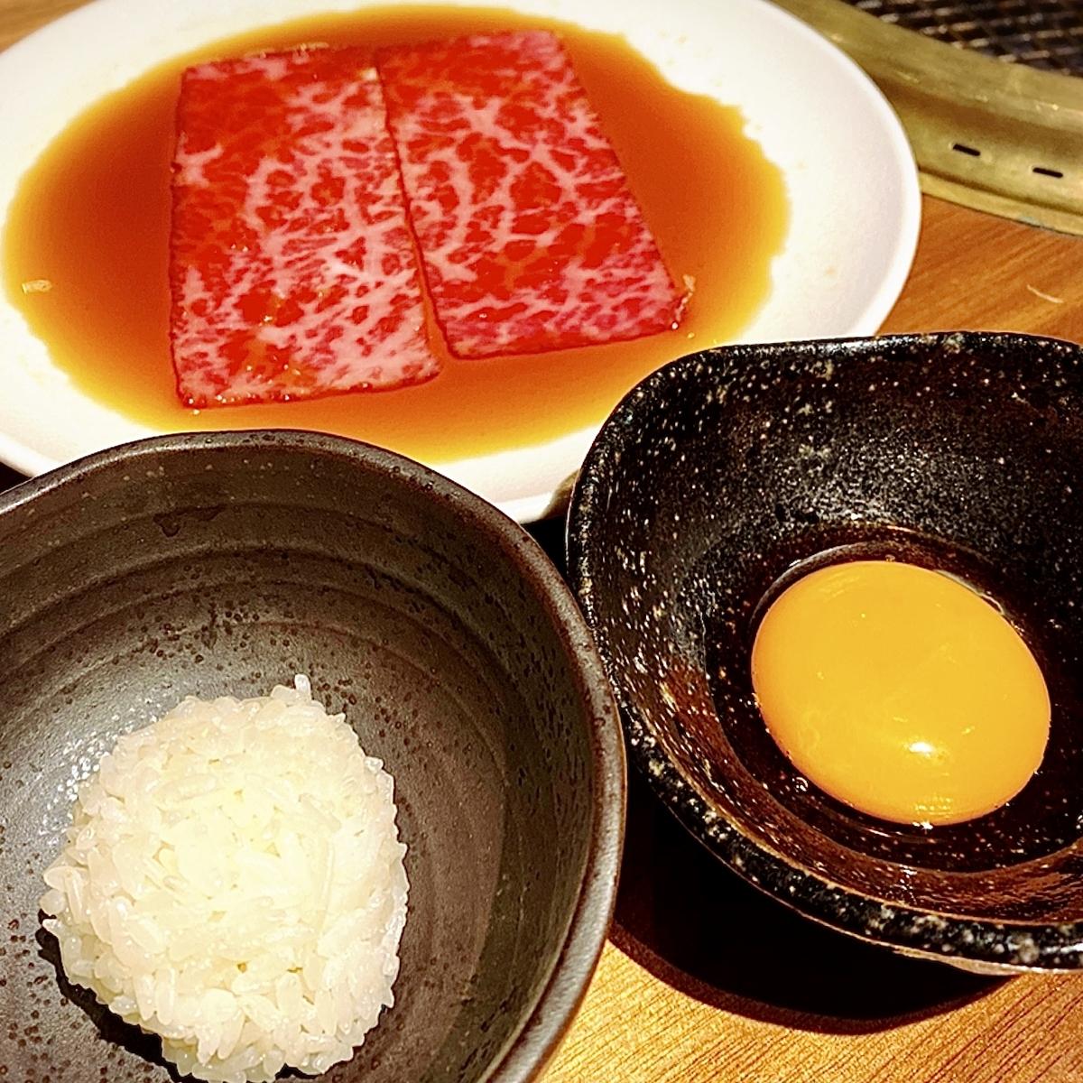 """「お肉にはじまり、お肉に終わる。」でいただいた「厳選にくはじ極みコース」""""10000円(税別)2"""