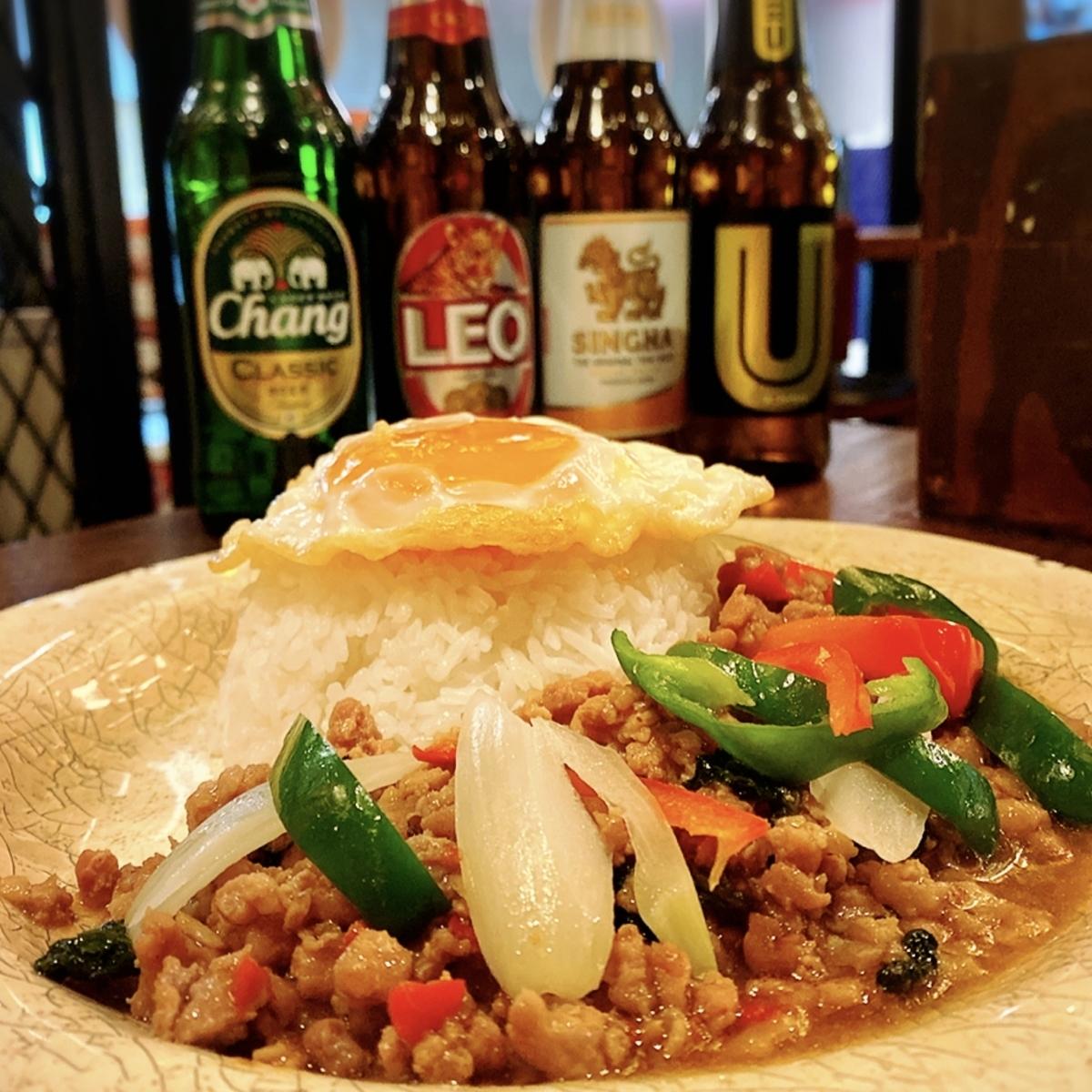 """「タイ酒場 サラパオ」でいただいた「チキンのガパオライス」""""1030円(税別)"""