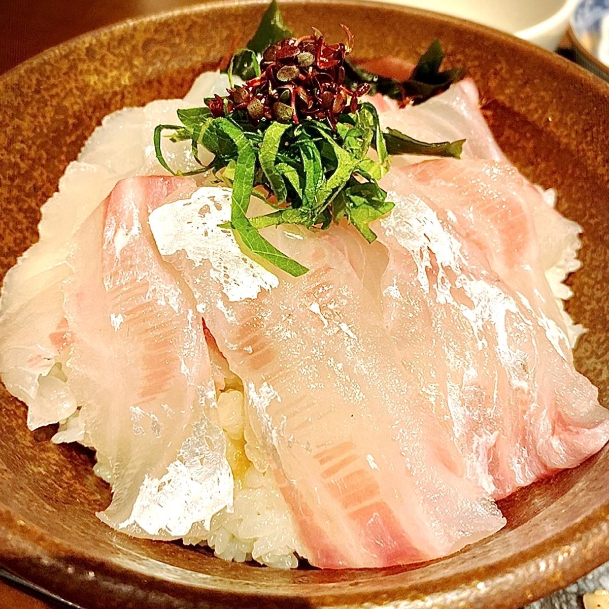 インパクト抜群の海鮮丼が堪能できる海鮮居酒屋「魚王KUNI 吉祥寺店」
