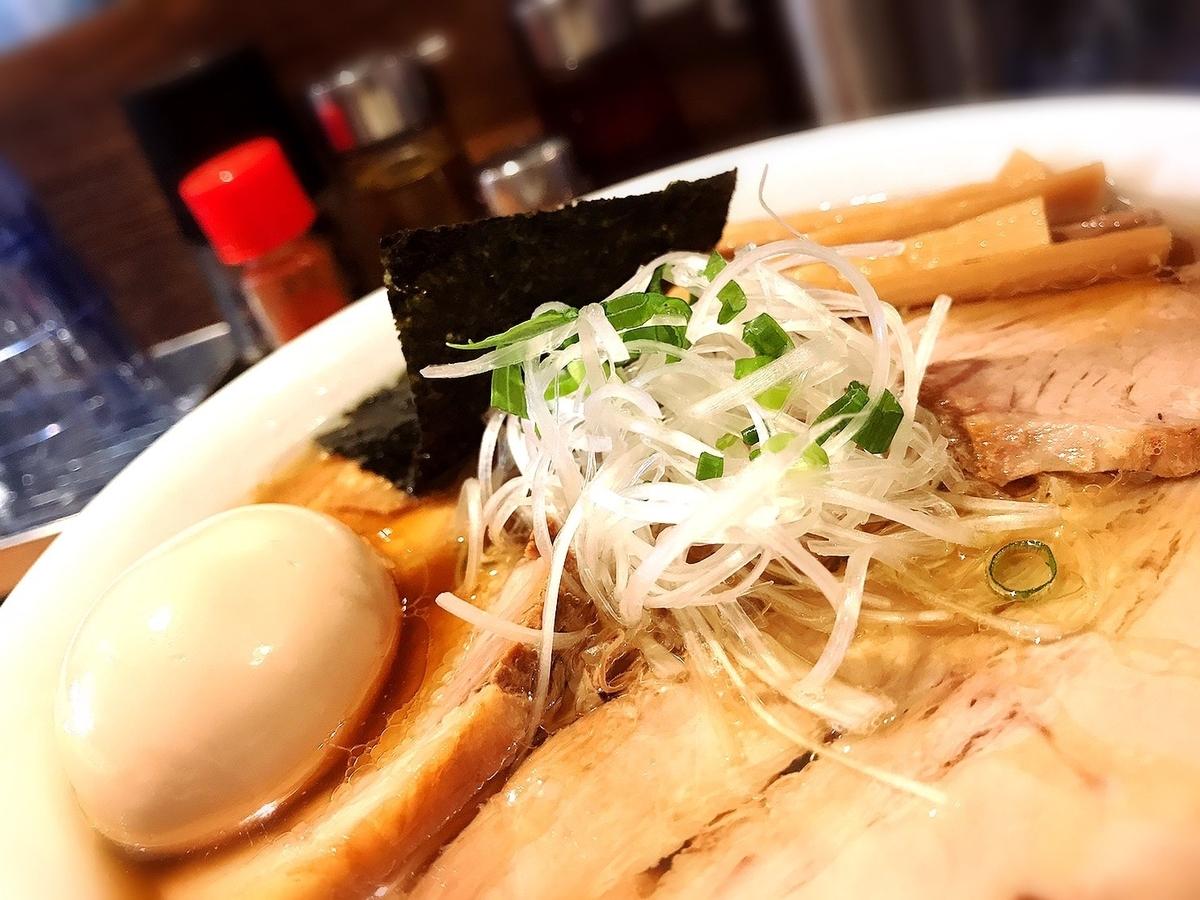 スープまで飲み干してしまうほど美味いラーメンがいただける「Tombo(トンボ)(ラーメン)」※ひとりやふたり、~1000円