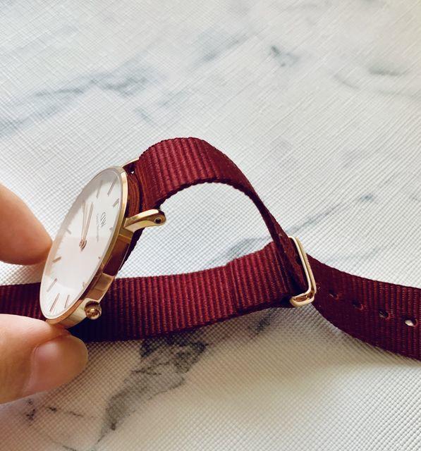 ダ二エルウェリントンの時計 ベルト取り外し方の説明