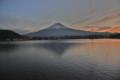 富士河口湖町本栖湖湖畔