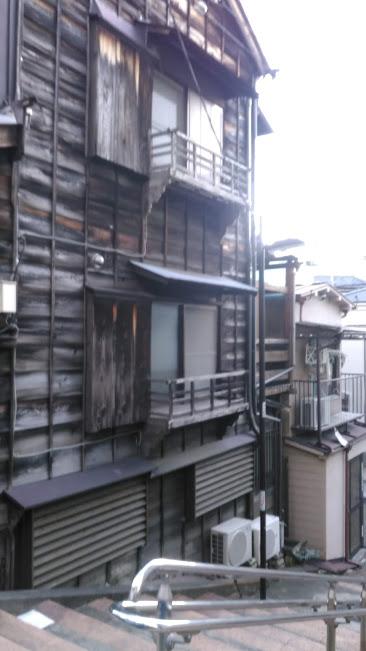 本郷・菊坂・木造三階建