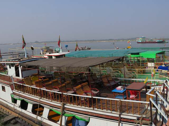 ミングォン行きの船