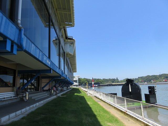 三国競艇場の1階芝生