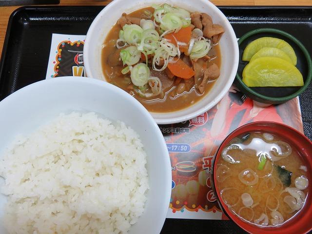 平和島競艇場「かちふね亭」のもつ煮込み定食