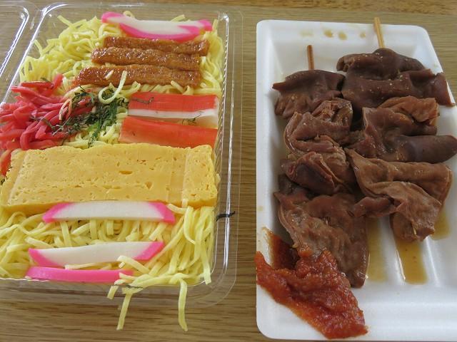 戸田競艇場3階フードコート「ファイン」のちらし寿司とモツ串