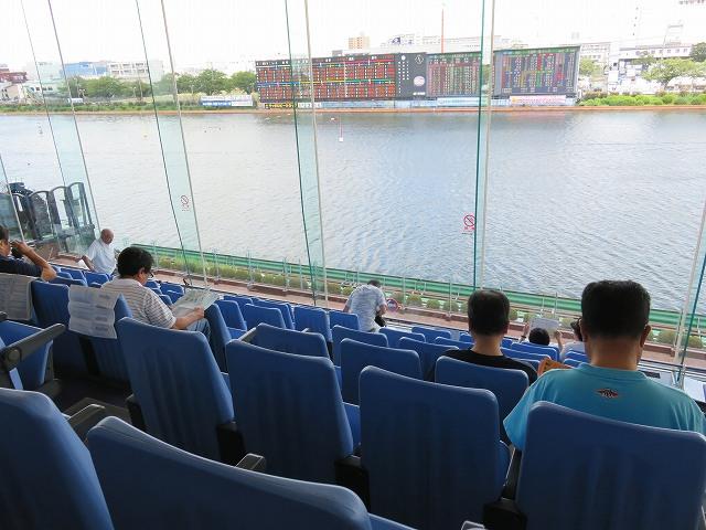 戸田競艇場3階一般席