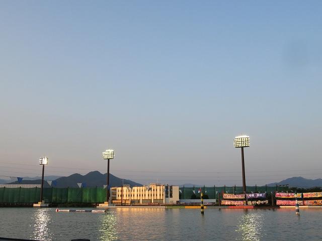 夕方の桐生競艇場の水面