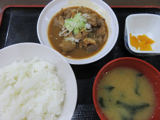 江戸川競艇場1階レストラン「笑和」のもつ煮込み定食