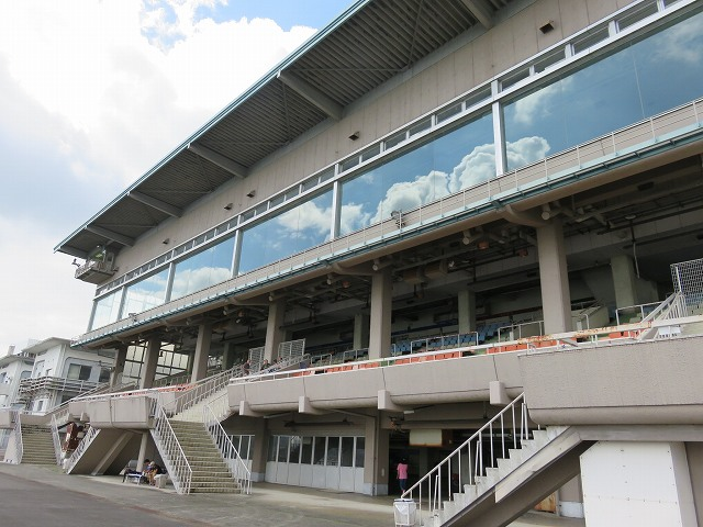 びわこ競艇場の旧スタンド