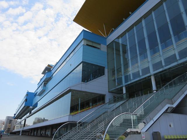 福岡競艇場のスタンド