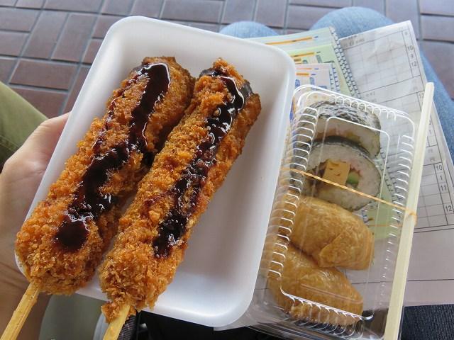 福岡競艇場の串カツと巻き寿司・いなり寿司