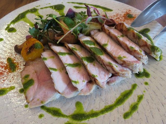 清澄白河フジマル醸造所のレストランの「北海道山サロマ豚ロースグリル サルサベルデソース」