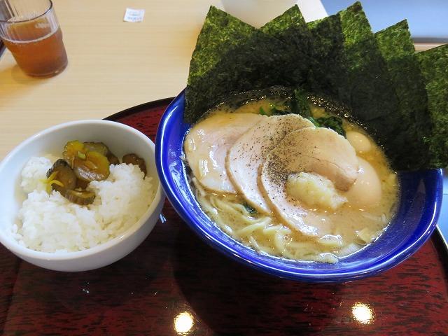 江戸川競艇場前の麺処ろく亭のスペシャルラーメン