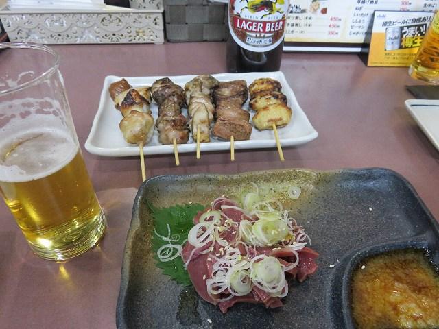 戸田公園駅近くの居酒屋「ごさろ」の串焼き盛り合わせとハツ刺し