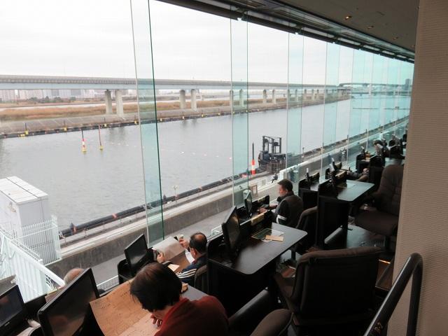 江戸川競艇場の指定席MIYABIのリクライニング席