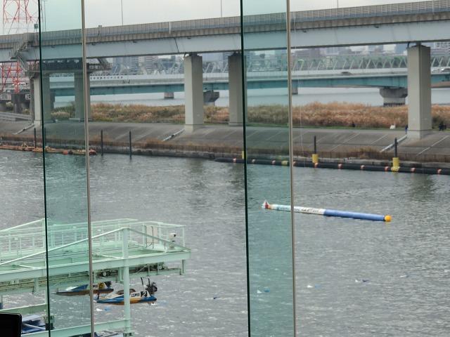 江戸川競艇場の指定席MIYABIのレギュラー席からの眺め