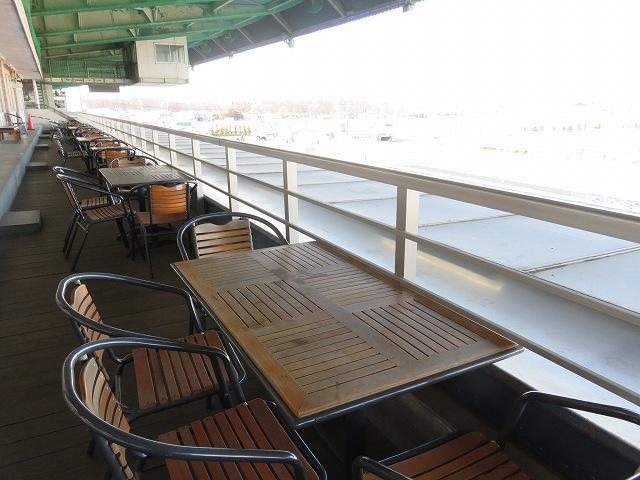 ばんえい帯広競馬場のプレミアムラウンジのテラス席