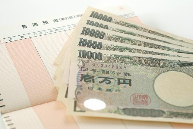 お金と通帳の画像