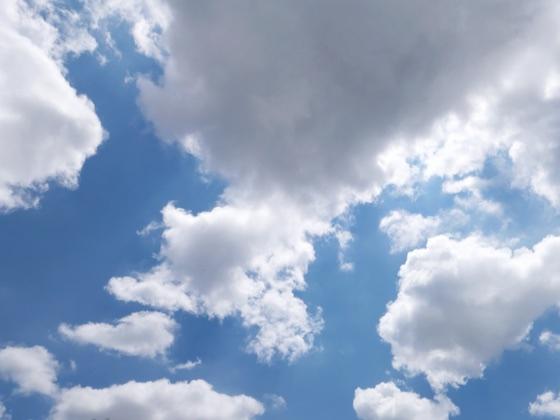 曇りがちで変わりやすい天気