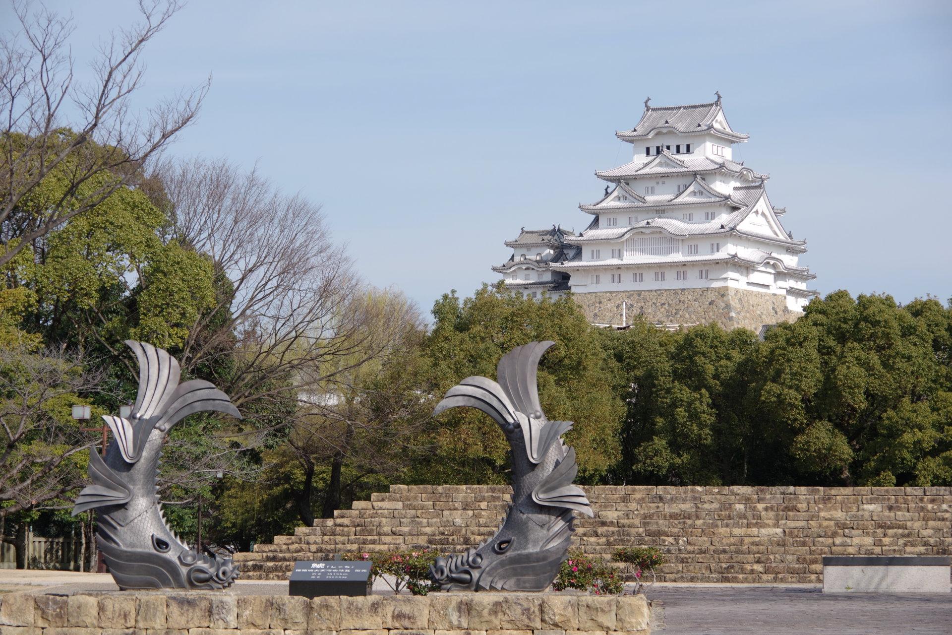 朝の姫路城大天守と鯱