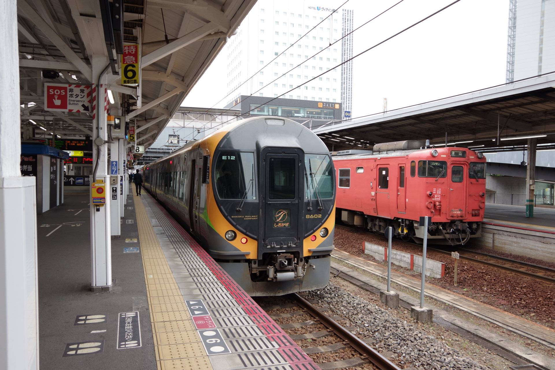 特急しおかぜと津山線普通列車