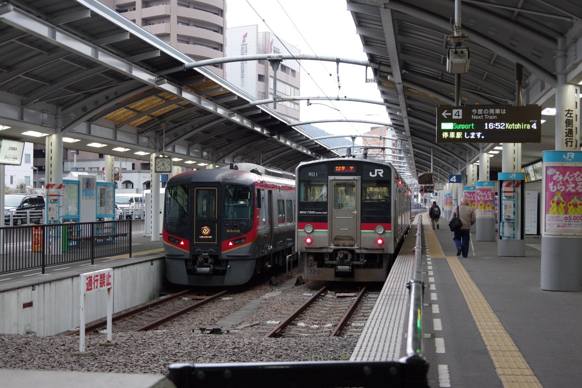 琴平方面快速列車と徳島方面特急列車