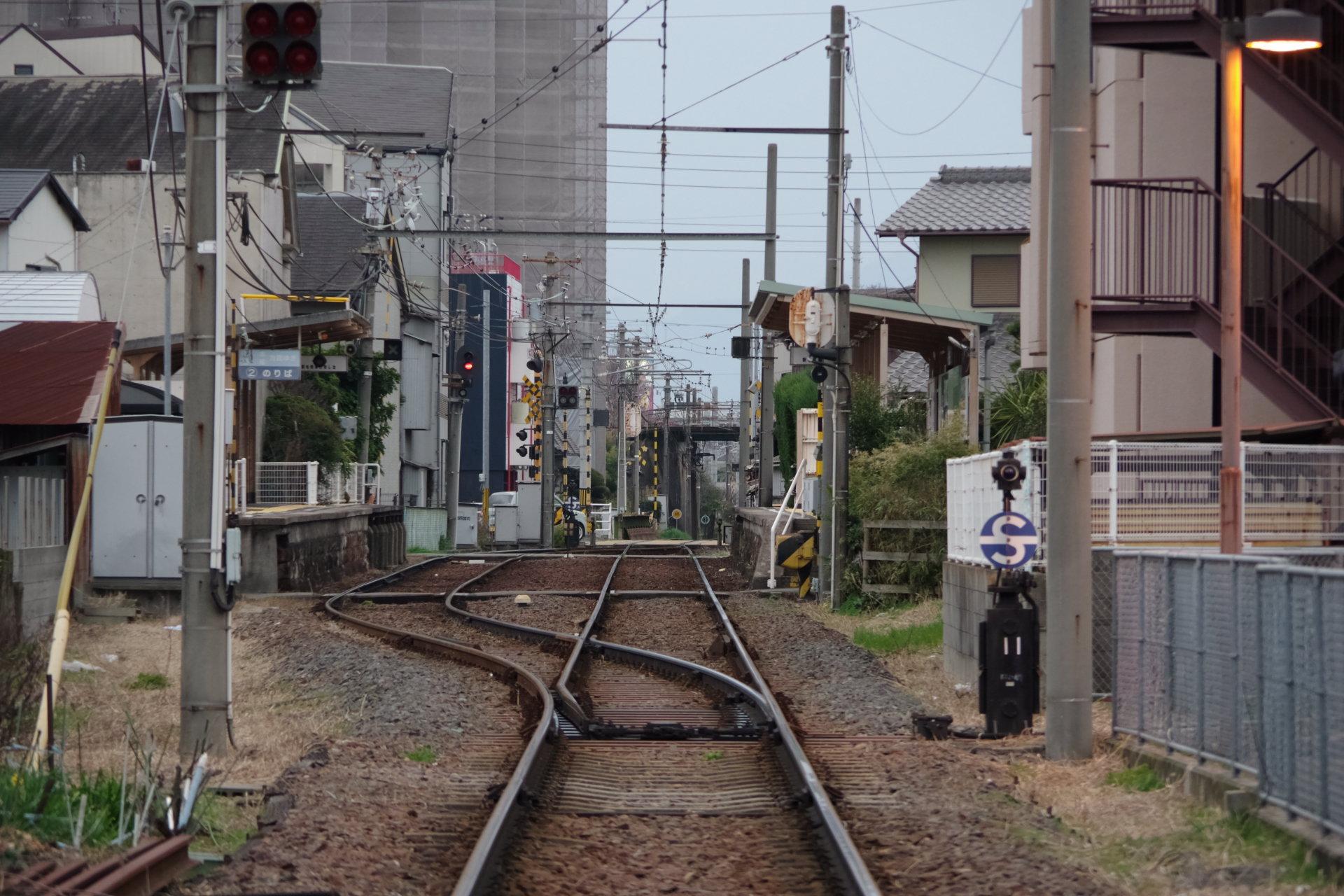 住宅街の中の小さな駅