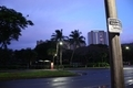デデド朝市行きのバスを待つ風景