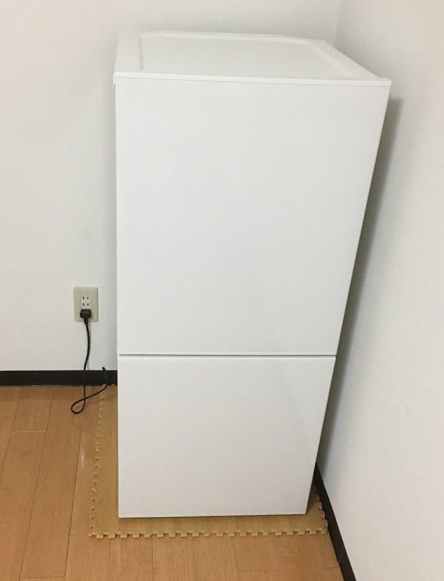 冷蔵庫の上にジョイントマットを敷く