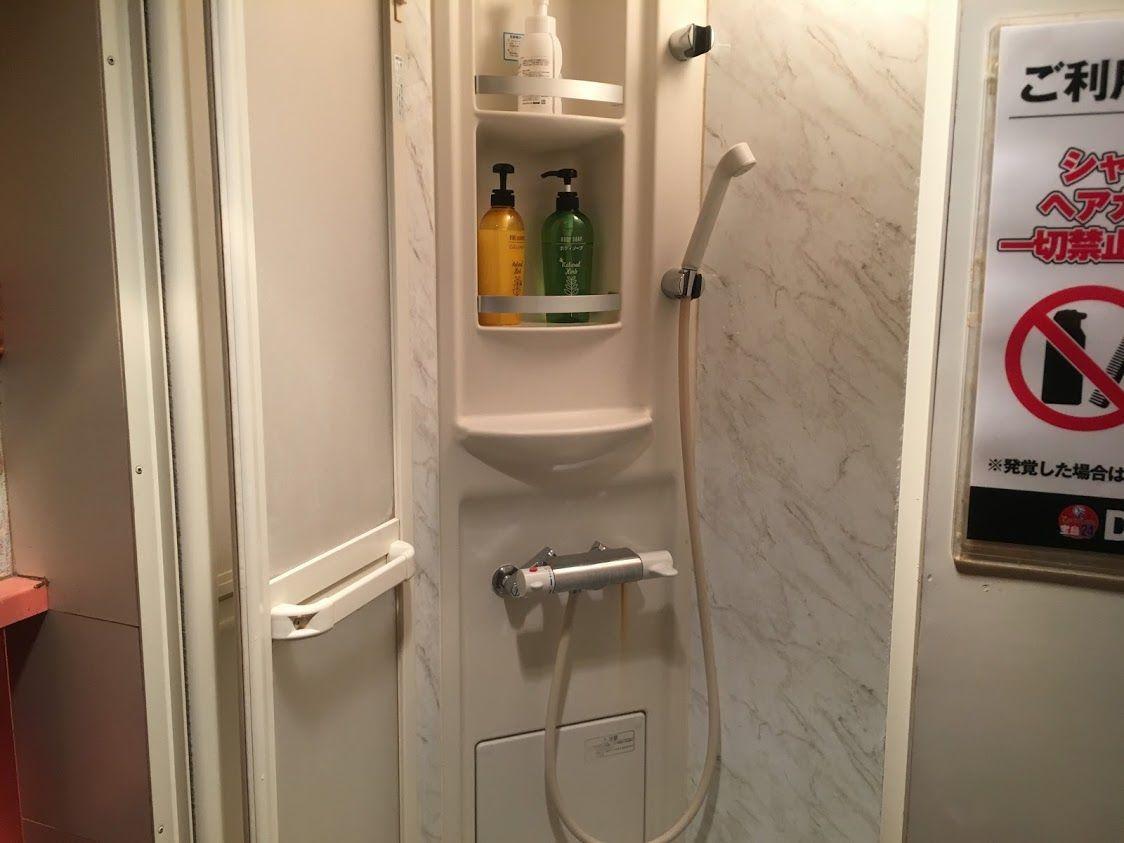 ビデオ試写室のシャワー②