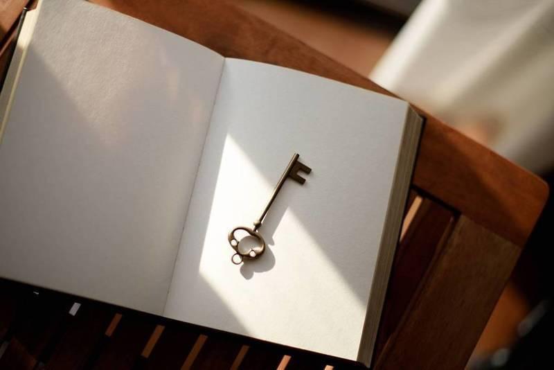 indoor-door-key
