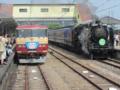特急そよかぜ号(185系OM08編成)&SL碓氷号(D51 498)@横川駅