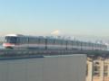 モノレールと富士山